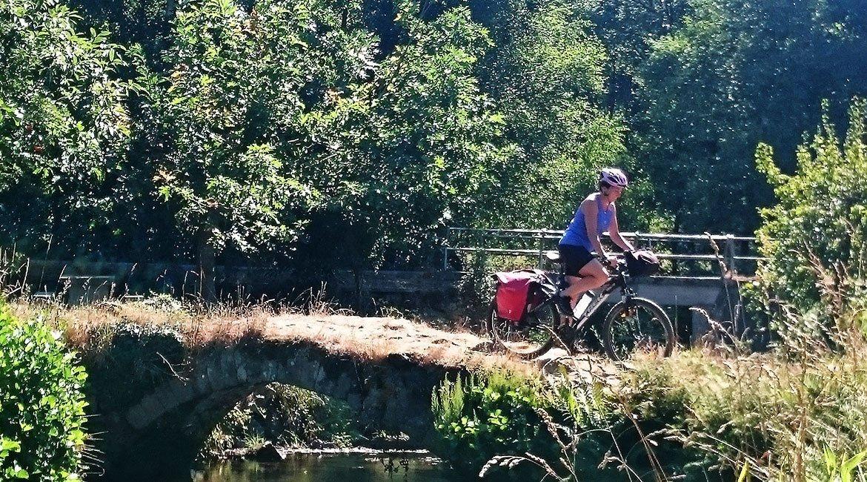 Camino de Santiago en bici Ruta Norte puente | BIKINGTHROUGHSPAIN