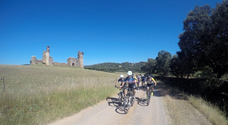 Camino de Santiago en Bici: Ruta la Plata castillo|BIKINGTHROUGHSPAIN