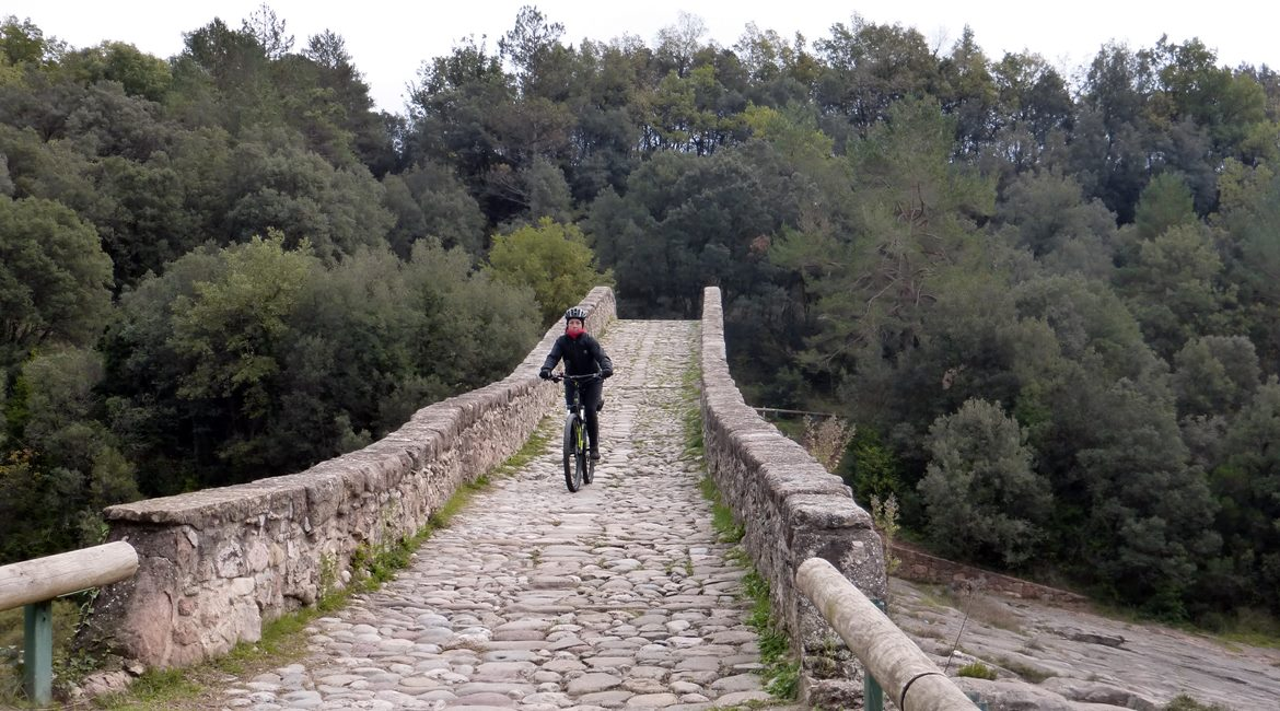 Ruta de las Colonias Textiles del Llobregat. Pont del Pedret. BIKING THROUGH SPAIN