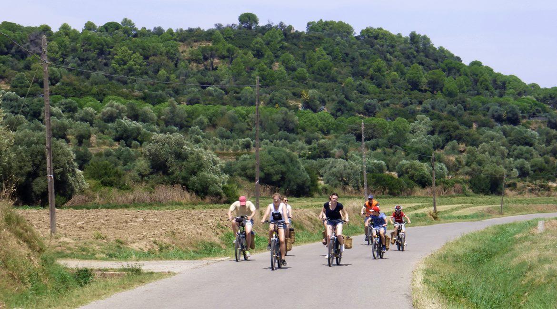 en bici por los pueblos medievales del Empordà. Fontanilles| BIKING THROUGH SPAIN