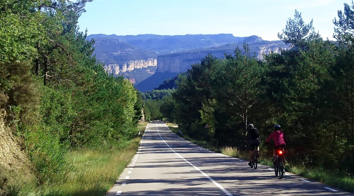 Ruta del Ter en bicicleta. Parc Natural Guilleries. BIKING THROUGH SPAIN