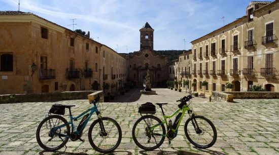 Ruta del Cister. Santes Creus. BIKING THROUGH SPAIN