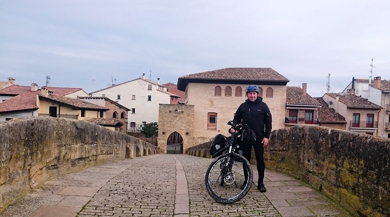 Camino de Santiago en bici Camino francés puente|BIKINGTHROUGHSPAIN