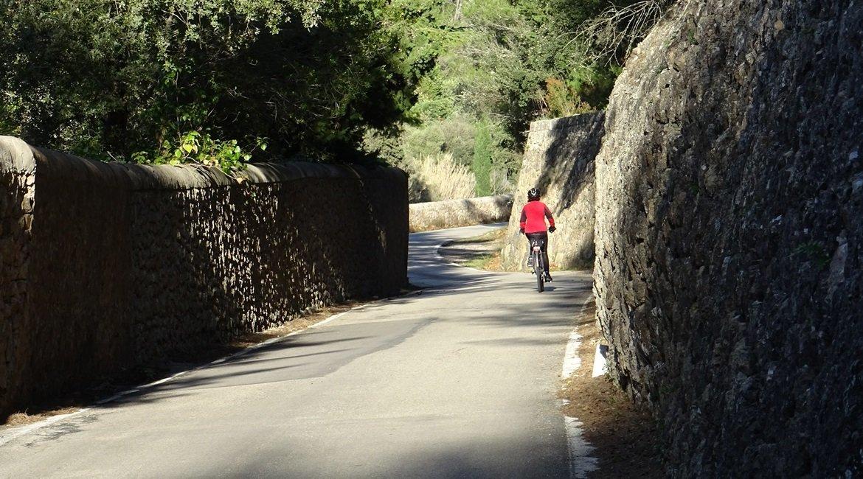Travesía Serra de Tramuntana en Bicicleta. Puigpunyent .BIKING THROUGH SPAIN
