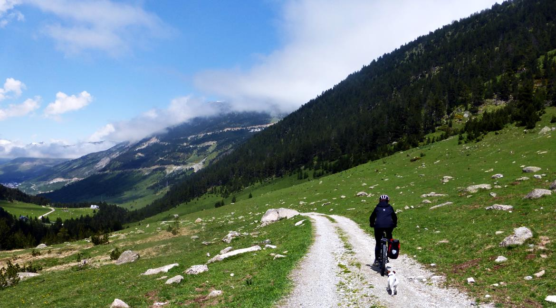 Gran Travesía del Pirineo Catalán en BTT Aran| BIKINGTHROUGHSPAIN