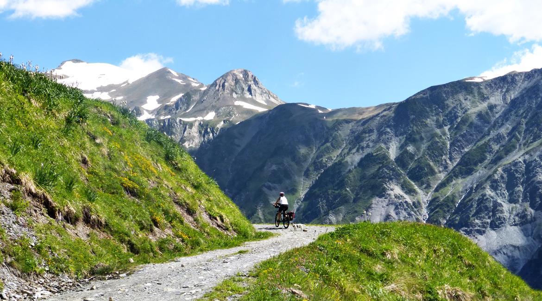 Gran Travesía del Pirineo Catalán en BTT Varradós | BIKINGTHROUGHSPAIN
