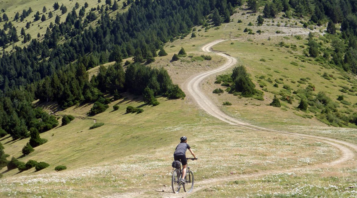 Gran Travesía del Pirineo Catalán en BTT _ | BIKINGTHROUGHSPAIN