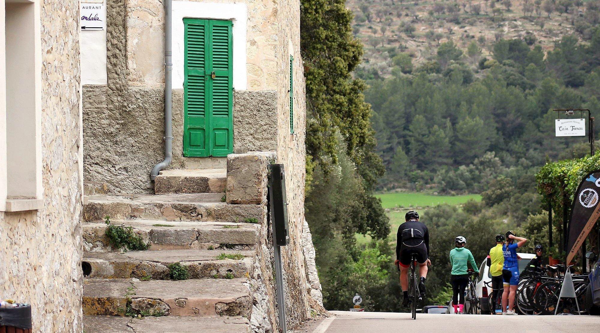 Serra de Tramuntana en bicicleta. Orient 2. BICIS EN RUTA. 1170x650