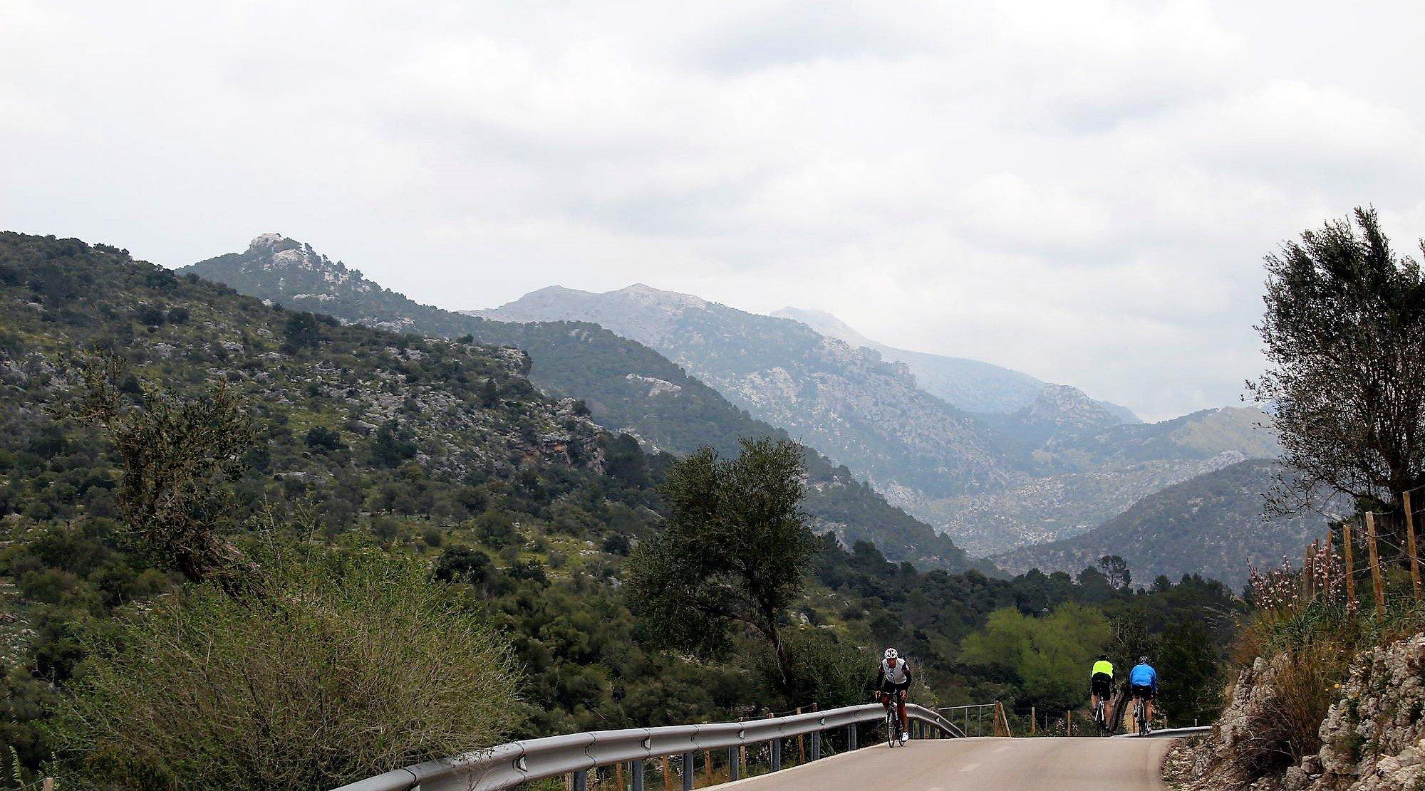 Serra de Tramuntana en bicicleta. Orient 3. BICIS EN RUTA. 1170x650