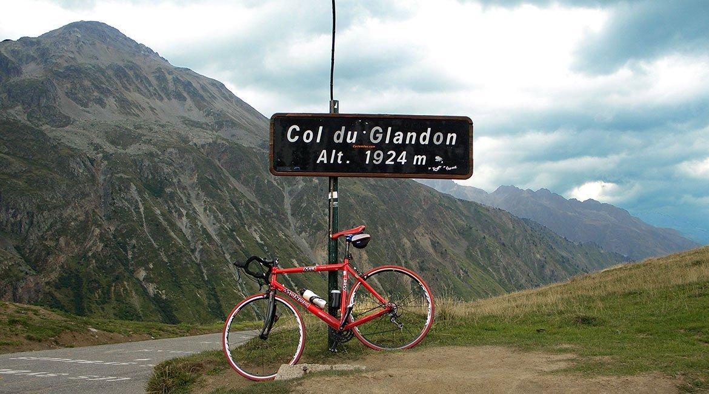 Alpes-Alta-Ruta-por-el-macizo-des-Ecrins-BICIS-EN-RUTA-1170X650
