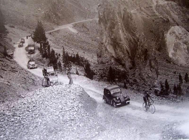 Bartali escapandose en solitario en el Izoard. 1948