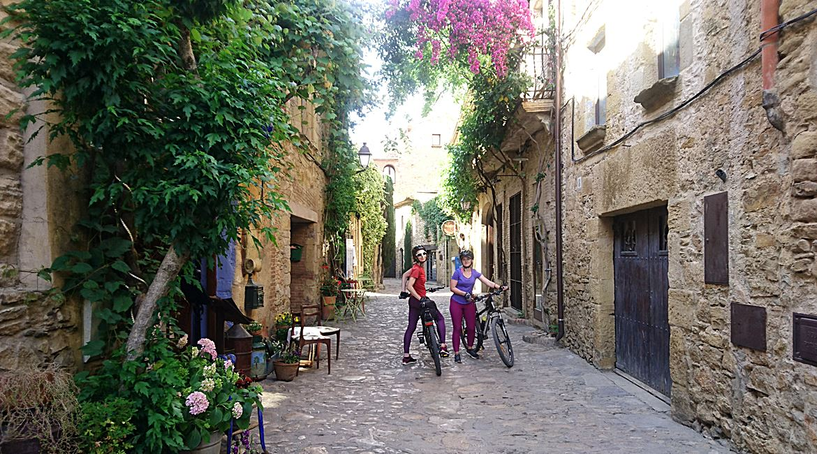 Empordà. Peratallada.BIKING THROUGH SPAIN
