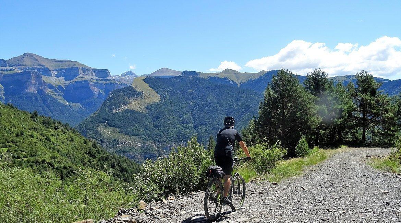 Ordesa-en-bici-Valle-El-Cebollar2-Bicis-en-Ruta-1170x650