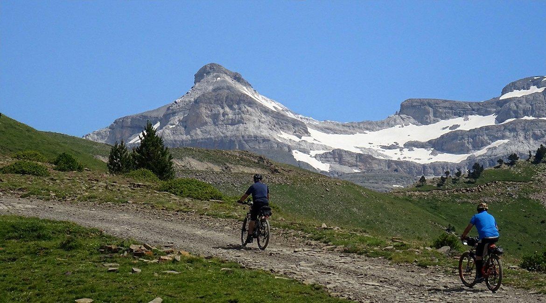 Ordesa-en-bici-el-Casco2-Bicis-en-Ruta-1170x650