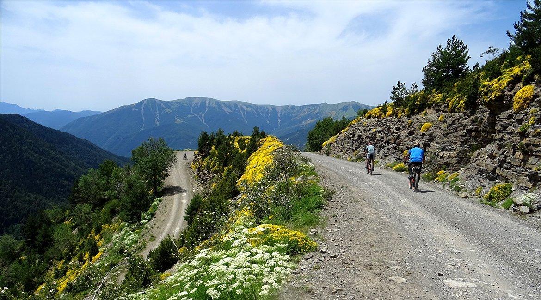 Ordesa-en-bici-hacia-Torla-Bicis-en-Ruta-1170x650